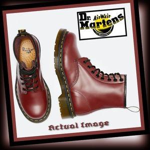 New! Dr Marten Original 8-eye leather boots Sz: 7